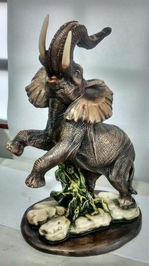 Elefante en Yeso para Mesa en Tono Natur