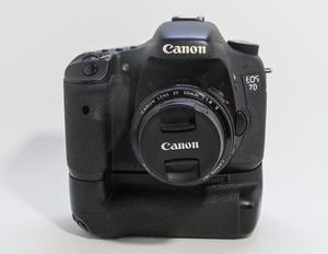 Canon 7D, DSLR con Grip, y accesorios.