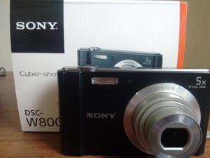 Cámara SONY compacta W800 con zoom óptico de 5x