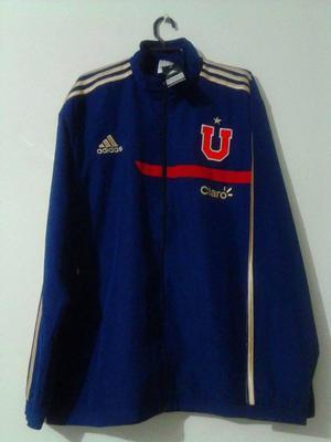 Chaqueta de la Universidad de Chile, disponible en talla XL.