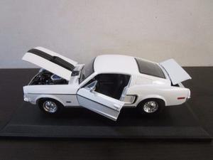 Carro Ford Mustang Clasico Escala 1/18 Coleccion Grande