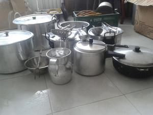 Platos y cubiertos para fiestas desechables posot class for Menaje restaurante