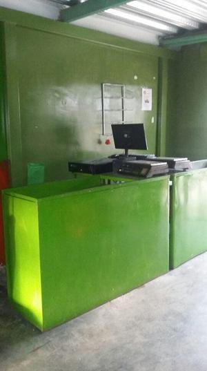 dos computadores de mesa con sistema para fruver