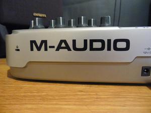 Teclado M Audio 2 Octavas y 14 botones
