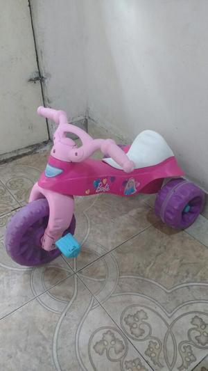 Triciclo Fisher Price de La Barbie