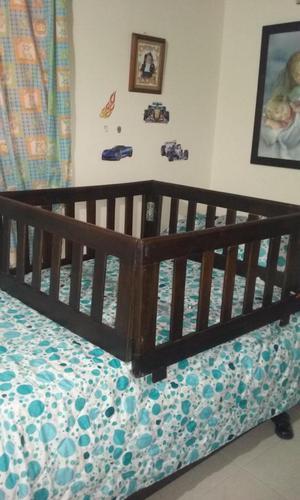vendo corral para cama de bebe