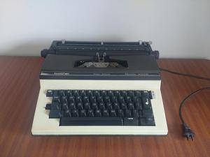 Maquina de Escribir Marca Brother Semi portatil En Buen