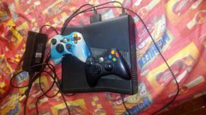 Vendo Xbox 360 con 2 Controles
