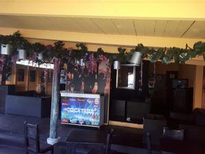Muebles Mesa Y Bar. Listo para Negocio
