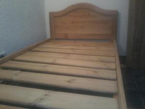 Cama sencilla y mesa de noche en madera posot class for Colchon cama sencilla