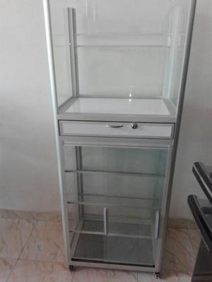 Vitrina en vidrio y aluminio