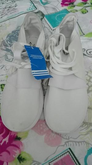 Vendo Tenis Adidas Blancas.nuevas.tlla37