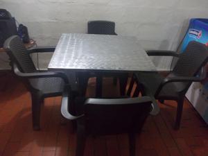 5 mesas de acero inoxidable y 20 sillas rimax trenzadas