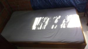 Cama base en madera colchón
