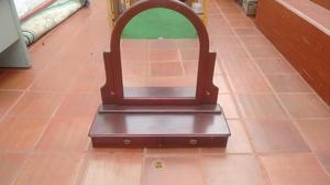 Espejo de pared con marco de madera posot class for Espejo pared madera