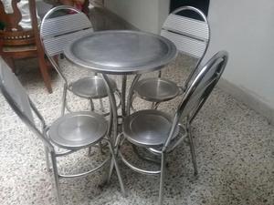 Vendo Mesa en Aluminio con Sus 4 Sillas
