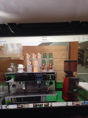 maquina espresso y molino de cafe