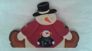 Vendo muñeco de nieve en madera para colgar.