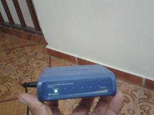 Switch para Internet de 4 Puertos