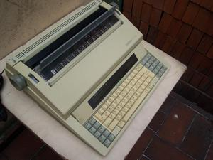 Máquina de escribir electrica marca Brother CE700,