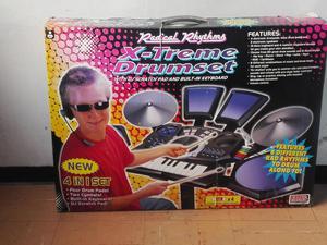 Batería de juguete con sonidos reales