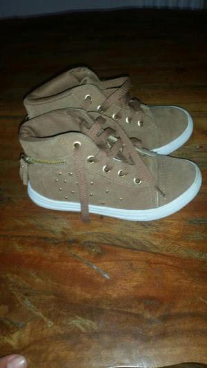 Zapatos para Niña en Muy Buen Estado