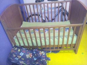 Cuna bebe cambiadero y silla de amamantar posot class for Silla antireflujo