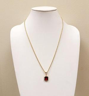 Collar Exo Jewel Dije Octágono Con Rubí Chapado En Oro 18k