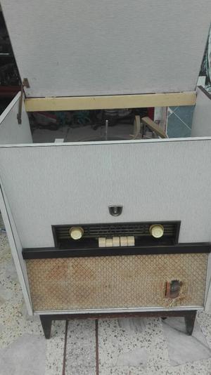Antiguo Radio con Toca Disco