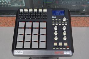 Pad Controlador Akai Profesional Mpd26 Usb Midi
