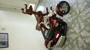 Motocicleta HARLEY DAVIDSON Y CABALLO DE MADERA