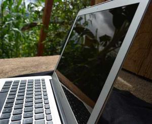 Macbook Air 13 4gb Ram 128gb Mid (pantalla Con Rayas)