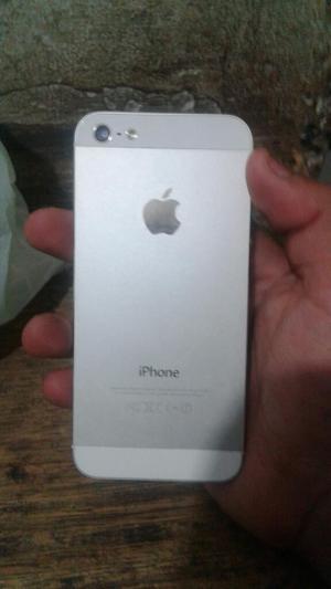Se Vende iPhone 5 en Buen Estado.
