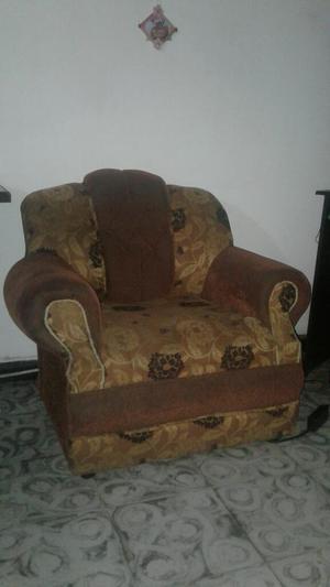 Se Vende Muebles en Buen Estado con Mesa