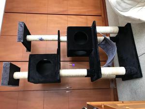 Rascador / Gimnasio para gatos. NUEVO. Negro y gris. Casa y