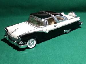 Carro De Coleccion A Escala Ford Victoria Crown