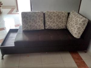 2 muebles de sala en madera con patas de aluminio