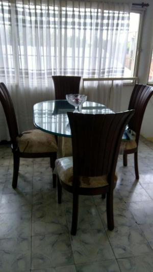 Comedor de Marmol sillas de madera