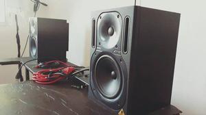 $ 650 Monitores de Studio Behringer Truth BA