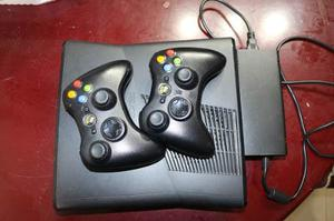 Xbox 360 Slim 4 Gb Usado Dos Controles Precio Único