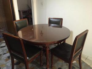 Hermosa mesa con 4 sillas para sala de juntas posot class for Sillas para sala de juntas