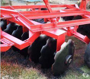 equipos para tractor rastra de 20 discos y arado de 5 rejas