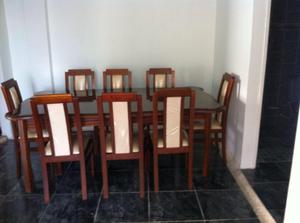 Juego de comedor en madera 8 sillas hechas en madera.