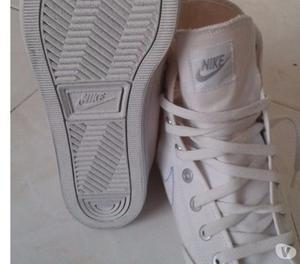 Zapatillas Nike Blancas en tela originales Talla 44