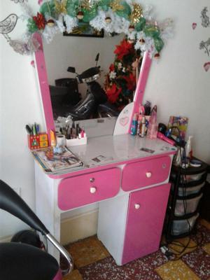 Se vende tocador y silla de peluqueria posot class for Sillas para tocador