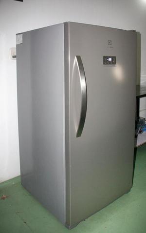 Congelador vertical Electrolux como nuevo
