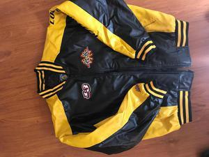 chaqueta estilo NASCAR con bordados talla L negra / amarillo