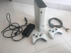 Xbox 360 con dos controles, todo original