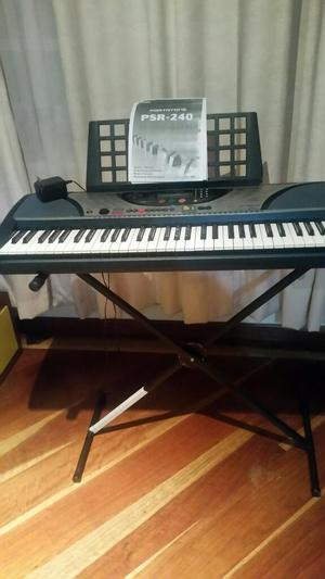 Organeta Yamaha Psr 240 con Base
