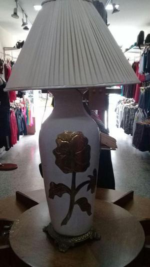 lampara de mesa antigua en bronce y porcelana